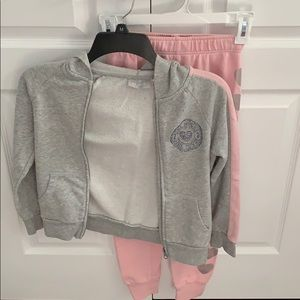 pink and gray sweatshirt and joggers set size:7/8